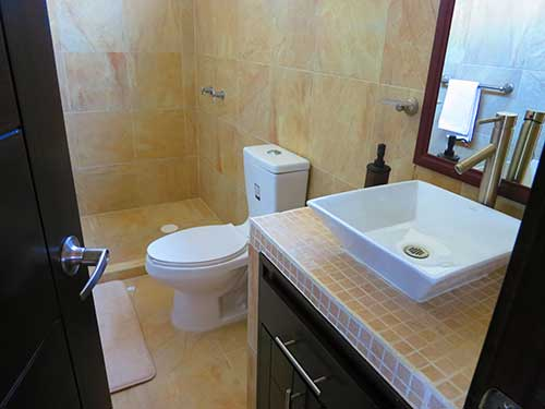 surfresortmuddysbathroom